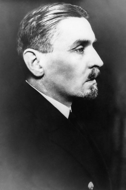 Portret kontradmirała Ksawerego Czernickiego z profilu