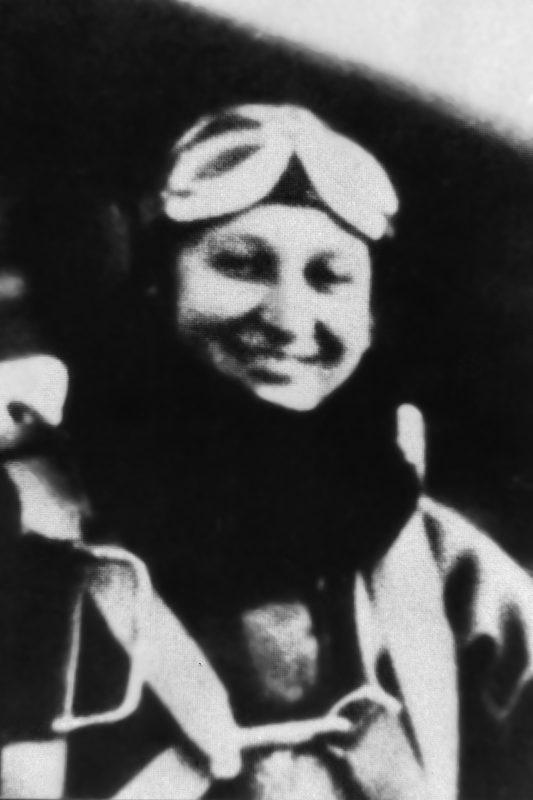 Портрет Янины Левандовской в форме летчицы