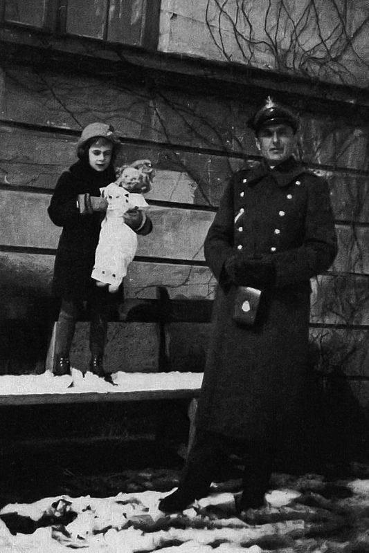 Майор Адам Теофиль Сольски в военном мундире с дочерью Эвой